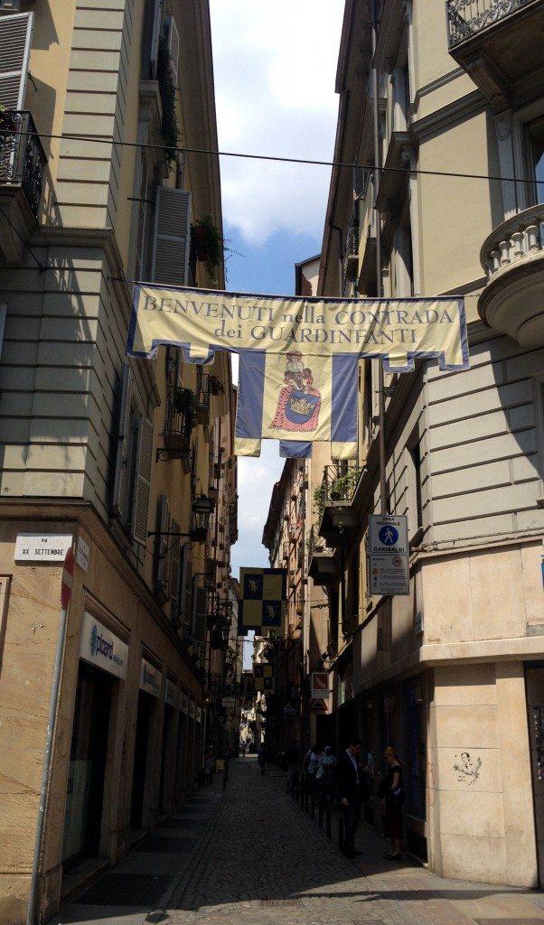 Contrada dei Guardinfanti Via Barbaroux